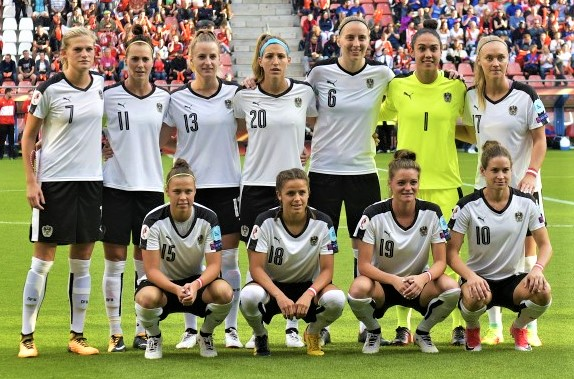Nationalmannschaft: li hi Wenninger, Schnaderbeck; re hi Puntigam